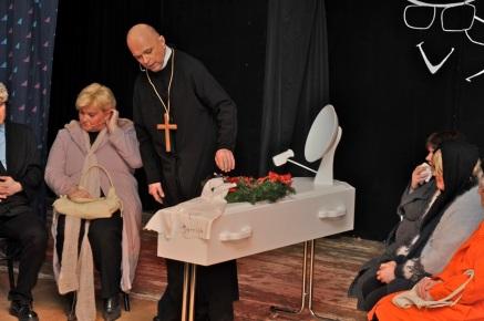 Avskjed med Anne (Sakralt potetgull) (Foto: Svein-Ivar Pedersen, Sande Avis)