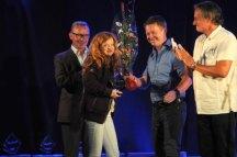 2014 Brede Bøe, Rune Dahl Bjørnsen og Tom Sterri satt i juryen. Her deler de ut prisen for Ellevill galskap til Ingrid Bjørge Auestad fra Sanderevyen. (Foto: Tom B. Hansen)