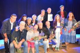 """2014 Ingrid Bjørge Auestad (første rekke, nest til høyre) fra Sanderevyen vant pris for sin """"ellevill galskap"""" under Langesund revyfestival. (Foto: Foto: Denny Omdal)"""